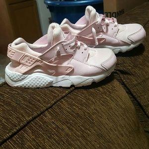 Girl's Nike Air huarache pink sneakers sz 2.5y